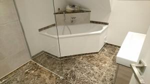 Badezimmer aus Emparador Dark
